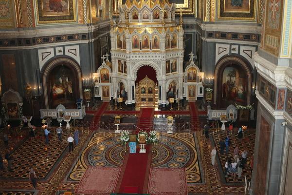 Работники столичного следственного изолятора № 6 посетили Храм Христа Спасителя